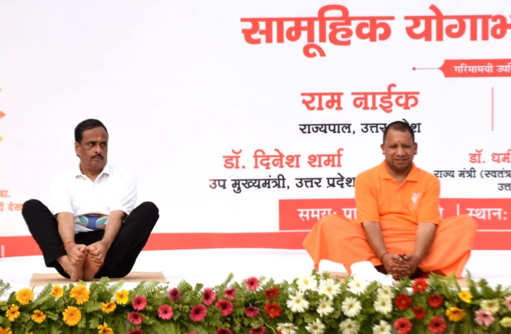 Lucknow: Uttar Pradesh Chief Minister Yogi Adityanath and Deputy Chief Minister Dinesh Sharma practice yoga asanas -postures- on International Yoga Day 2019 in Lucknow on June 21, 2019. (Photo: IANS) - Yogi Adityanath and Dinesh Sharma