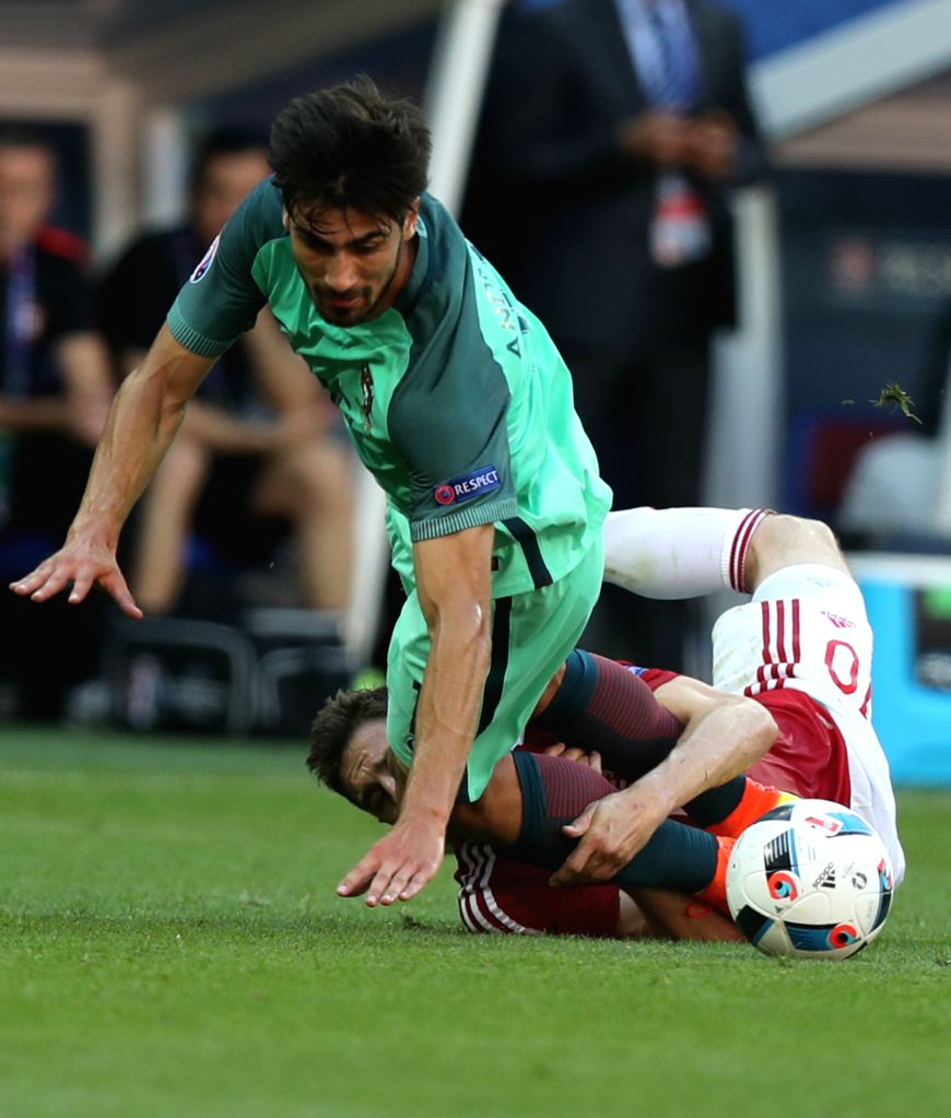 LYON, June 23, 2016 - Andre Gomes (Top) of Portugal vies with Zoltan Gera of Hungary during the Euro 2016 Group F soccer match between Portugal and Hungary in Lyon, France, June 22, 2016.