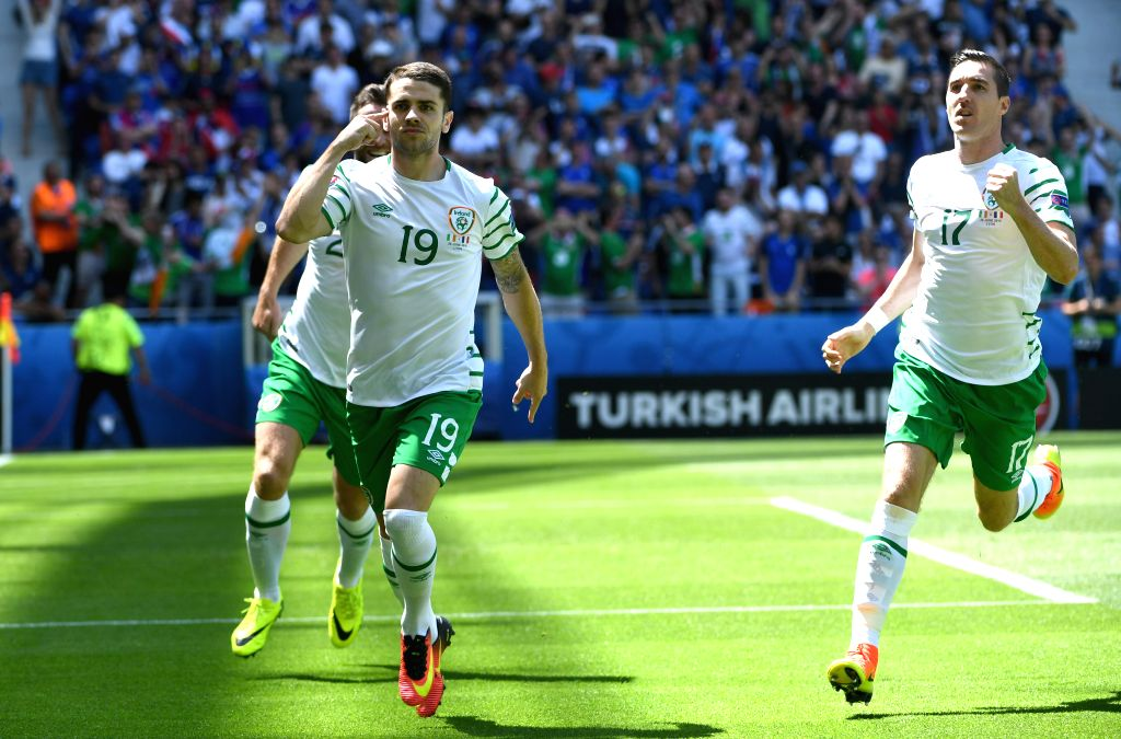 LYON, June 26, 2016 - Ireland's Robbie Brady (C) celebrates after scoring on a penalty kick during the Euro 2016 round of 16 football match between France and Republic of Ireland in Lyon, France, ...
