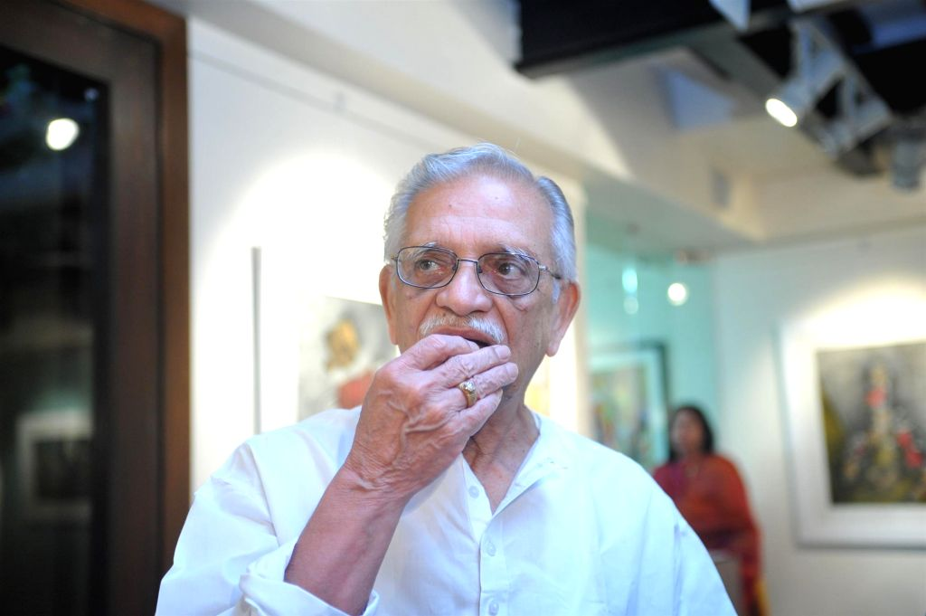 Lyricist Gulzar during the inauguration of painting exhibition Epic on Rock Shelters by artist Ashok Bhowmick in Mumbai on April 15, 2014. - Ashok Bhowmick