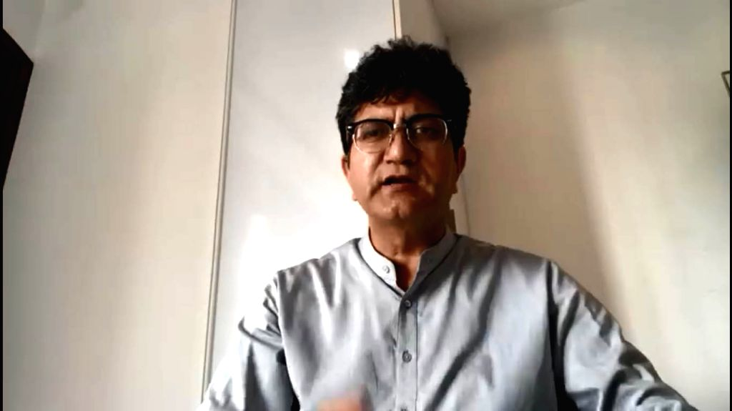 Lyricist-poet and censor board chief Prasoon Joshi has penned a poem on the 21-day national lockdown. His composition evocatively tries expressing the fact that Prime Minister Narendra Modi's call ... - Narendra Modi and Prasoon Joshi