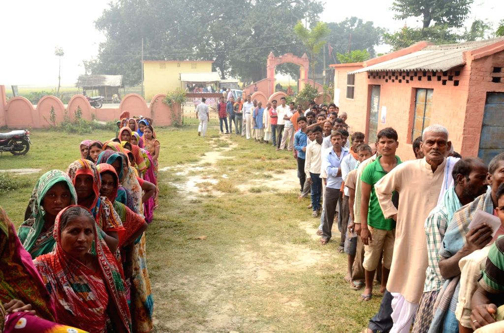 :Madhepura: People queue-up to cast their votes at a polling booth during the final phase of Bihar assembly polls in Madhepura district of Bihar on Nov. 5, 2015. (Photo: IANS). - Narendra Modi and Nitish Kumar