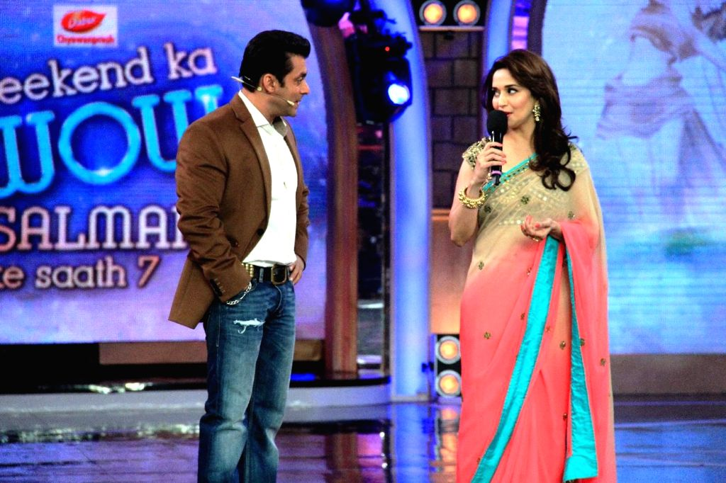 Madhuri and Huma sharing the stage with Salman on Bigg Boss Weekend Ka Wow. From the house of Bigg Boss Saath - 7  . (Photo: IANS)