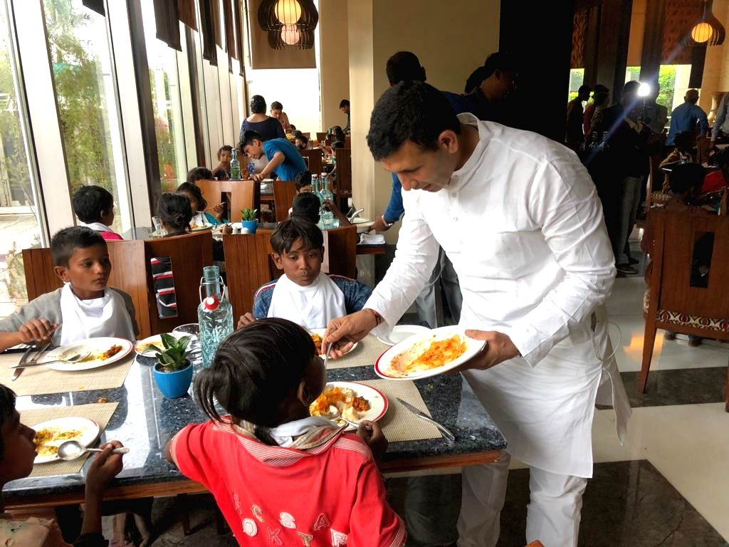 Madhya Pradesh Cabinet Minister Jitu Patwari serves food to children. The minister fed the poor children at a five-star hotel on the occasion of Diwali. - Jitu Patwari