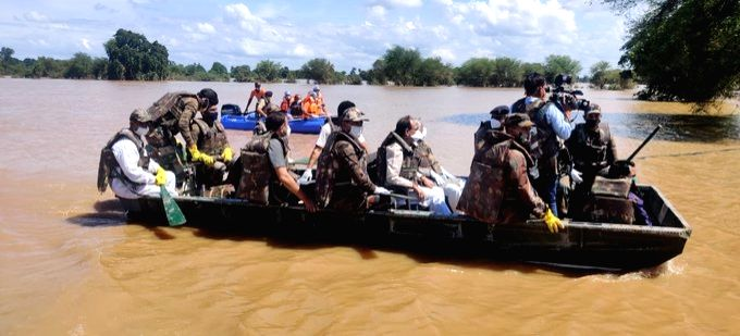 Madhya Pradesh Chief Minister Shivraj Singh Chouhan reviews the situation of the flood-hit Hoshangabad on a boat on Aug 31, 2020. - Shivraj Singh Chouhan