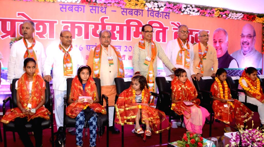 Madhya Pradesh Chief Minister Shivraj Singh Chouhan and Union Minister Narendra Singh Tomar, Nandkumar Singh Chauhan, Prabhat Jha, and others during BJP state executive committee meeting in ... - Shivraj Singh Chouhan, Narendra Singh Tomar and Nandkumar Singh Chauhan