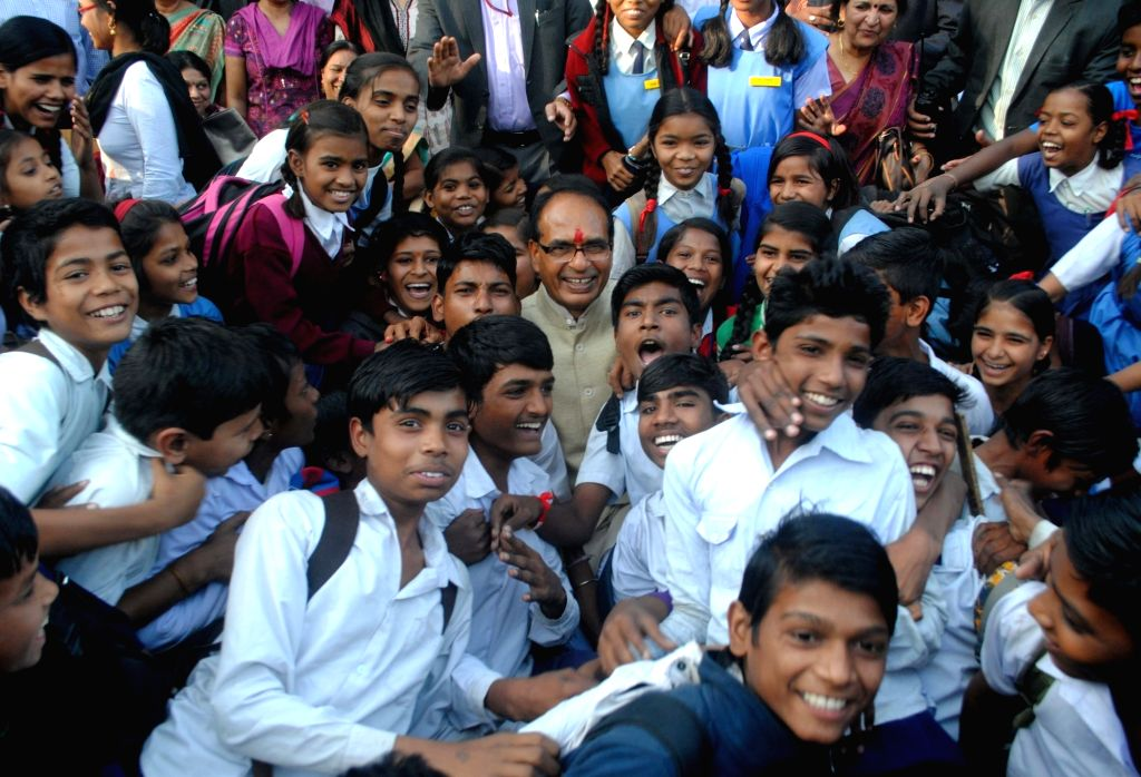 Madhya Pradesh Chief Minister Shivraj Singh Chouhan meets school students to celebrate his 11th year tenure in the state in Bhopal on Nov 29, 2016. - Shivraj Singh Chouhan