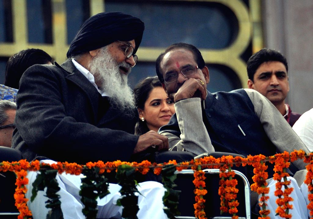 Madhya Pradesh Chief Minister Shivraj Singh with Punjab Chief Minister Parkash Singh Badal during swearing-in ceremony of newly elected Rajasthan Chief Minister Vasundhara Raje at Rajasthan ... - Shivraj Singh and Parkash Singh Badal