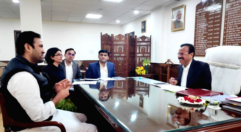 Madhya Pradesh Farmers' Welfare and Agricultural Development, Horticulture and Food Processing Minister Sachin Subhash Yadav meets Union Chemicals and Fertilizers Minister D.V. Sadananda ... - Sachin Subhash Yadav