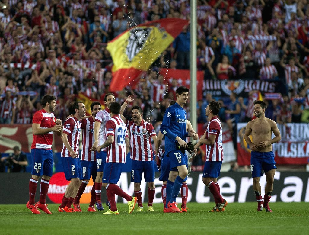 Atletico Madrid's players celebrate after winning their UEFA Champions League quarter-final match against Barcelona at Vicente Calderon stadium in Madrid, Spain, ...