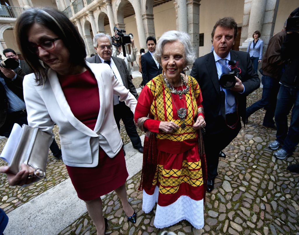 Mexican journalist and author Elena Poniatowska (C) attends the awarding ceremony of the Cervantes Prize in Alcala de Henares, Spain, April 23, 2014. The King of ...
