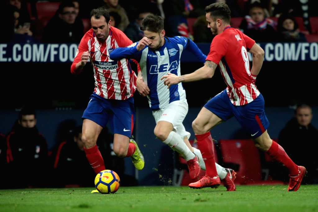Saul Niguez Photos Photos - Deportivo Alaves v Club ...  |Atlético Madrid--alavés
