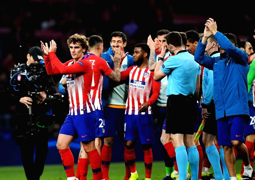 MADRID, Feb. 21, 2019 - Atletico de Madrid's Antoine Griezmann (2nd L) and teammates greet the audience after the UEFA Champions League match between Spanish team Atletico de Madrid and Italian team ...