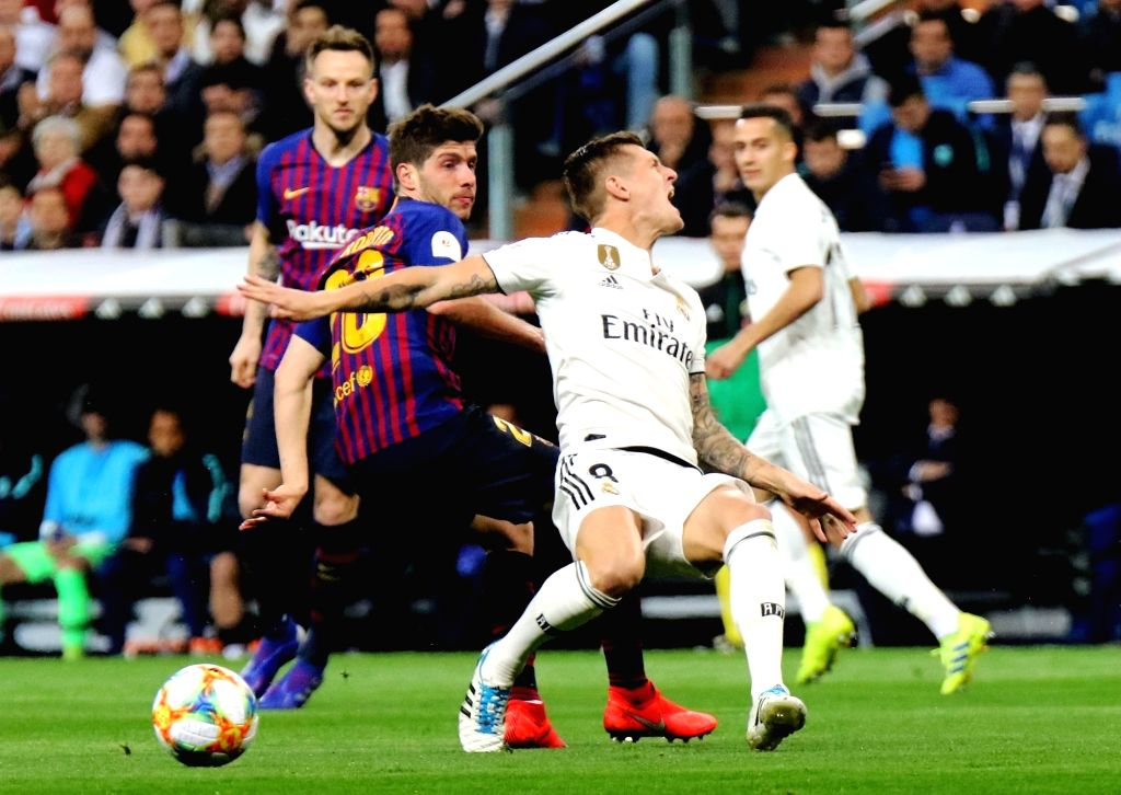 MADRID, Feb. 28, 2019 - Real Madrid's Toni Kroos (2nd R) competes with Barcelona's Sergi Roberto (2nd L) during the Spanish King's Cup semifinal second leg soccer match between Real Madrid and ...