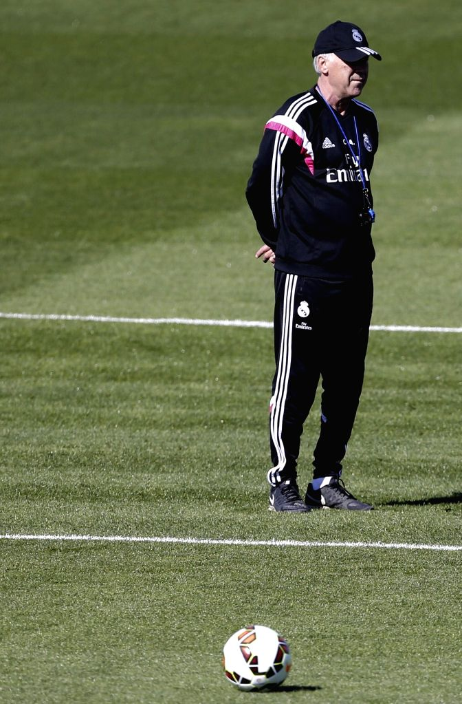 Head coach of Real Madrid, Italian Carlo Ancelotti, supervises his players during a training session held at the Valdebebas sports city in Madrid, Spain, 07 April 2015. Real Madrid will face ...