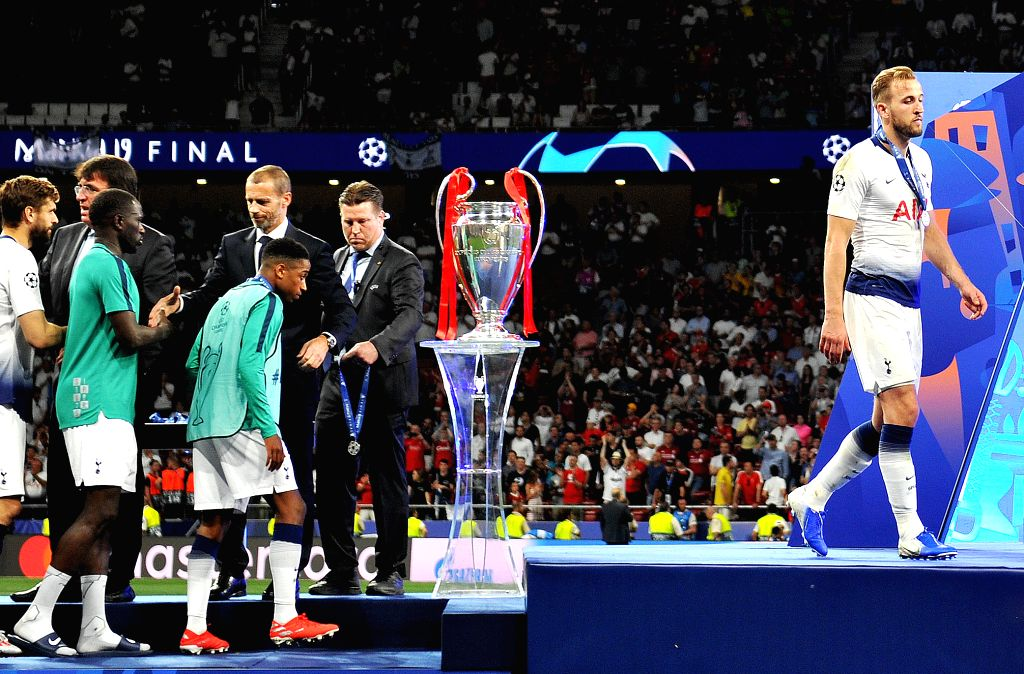 MADRID, June 2, 2019 - Hotspur's Harry Kane (1st R) walks across the podium after the UEFA Champions League final match between two British teams Liverpool and Tottenham Hotspur in Madrid, Spain, on ...