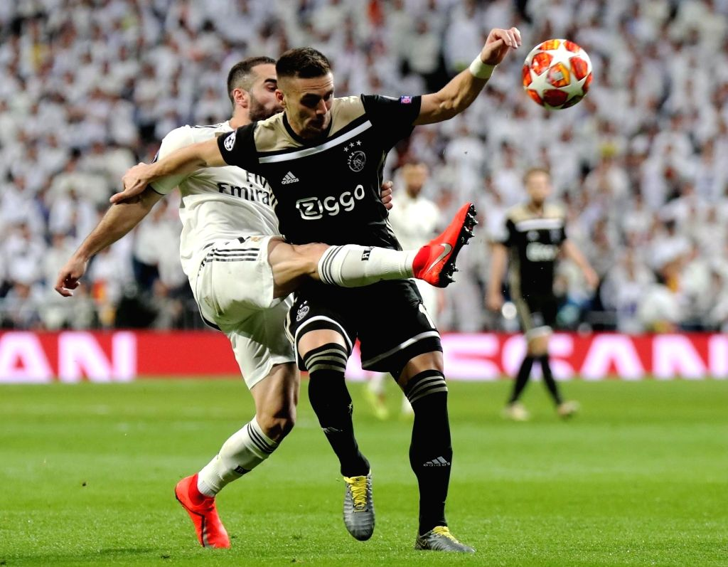 MADRID, March 6, 2019 (Xinhua) -- Real Madrid's Dani Carvajal (L) vies with Ajax's Dusan Tadic during the UEFA Champions League round of 16 second leg soccer match between Real Madrid and Ajax in Madrid, Spain, on March 5, 2019. (Xinhua/Edward F. Pet