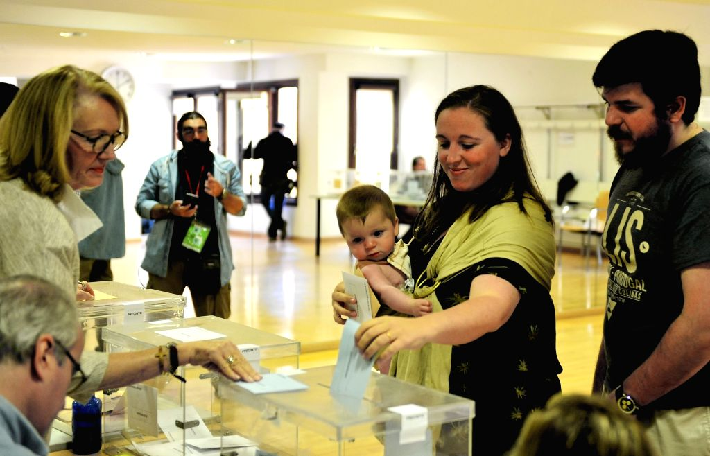 MADRID, May 26, 2019 - A woman carrying a baby votes at a polling station in Madrid, Spain, May 26, 2019. The European Parliament (EU) elections started in Spain on Sunday.