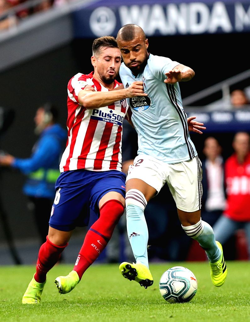 MADRID, Sept. 22, 2019 - Atletico de Madrid's Hector Herrera (L) and Celta's Rafinha vie for the ball during a Spanish league soccer match between Atletico de Madrid and Celta in Madrid, Spain, on ...