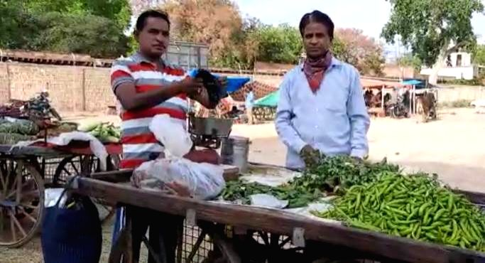 Magician turns into vegetable seller during lockdown.