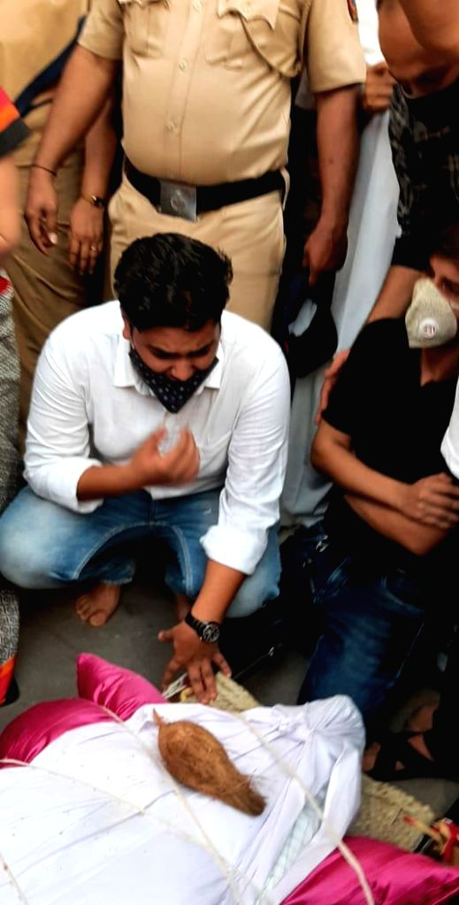 Maha BJP belligerent as mystery over Hiren's death deepens