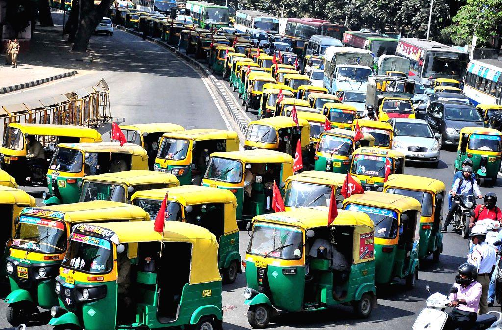 Maharashtra autorickshaw unions call off strike. (Photo: IANS)