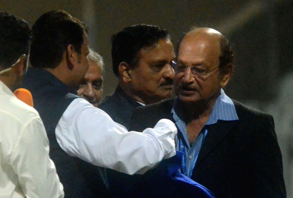 Maharashtra Chief Minister Devendra Fadnavis greets Former cricketer Ajit Wadekar ahead of Horn Not Ok Please T20 Cup match at Wankhede Stadium in Mumbai on March 24, 2018. - Devendra Fadnavis