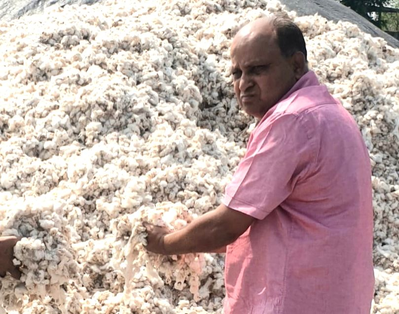 Maharashtra cotton coterie covers stores in corona crisis.