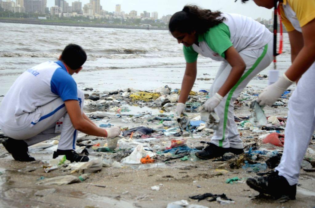 Maharashtra Education Trust (MET) students cleaning up Mahim beach in Mumbai on Aug 4, 2018.