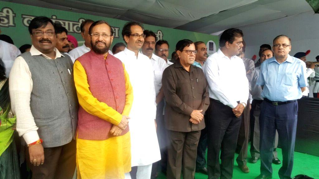 Maharashtra Governor C. V. Rao, CM Devendra Fadnavis, Union Environment Minister Prakash Javadekar, State Environment Minister Sudhir Mungantiwar, Shiv Sena President Uddhav Thackeray and others at ... - Prakash Javadekar and C. V. Rao