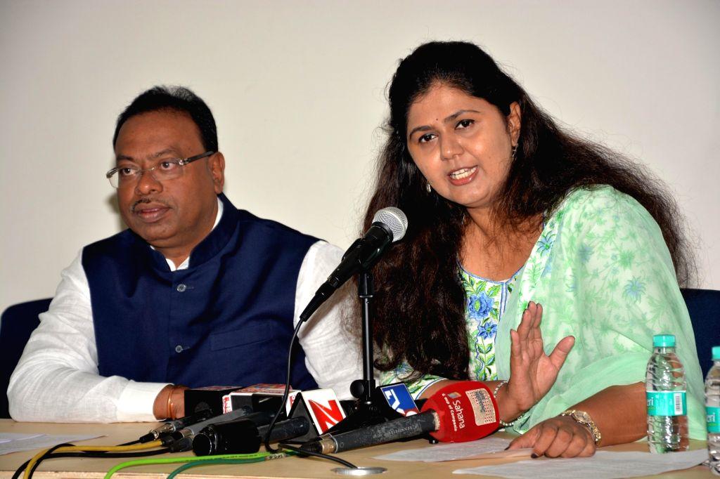 Maharashtra Women and Child development Minister Pankaja Munde addresses a press conference in Mumbai on Oct 20, 2016. Also seen Maharashtra Minister for Ministry of Energy, New and Renewable ... - Pankaja Munde