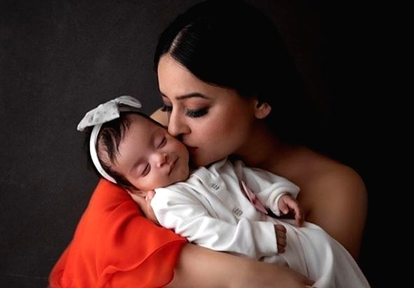 Mahhi Vij: Feeding daughter for first time extremely emotional.