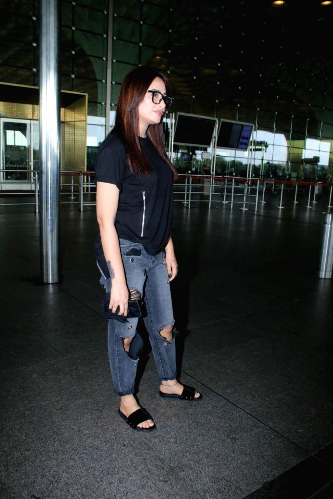 Mahira Sharma Spotted At Airport Departure in Mumbai on 25 june,2021.