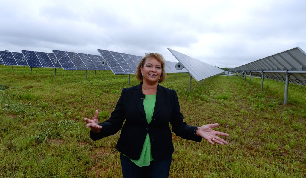 Apple's vice President of Environmental Initiatives and former administrator of the U.S. Environmental Protection Agency Lisa P. Jackson introduces the solar panels .