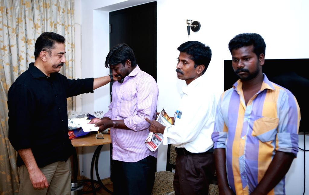 Makkal Needhi Maiam chief Kamal Haasan meets family members of Usha, who was killed after a traffic policeman allegedly kicked the two wheeler on which she was travelling with her ...