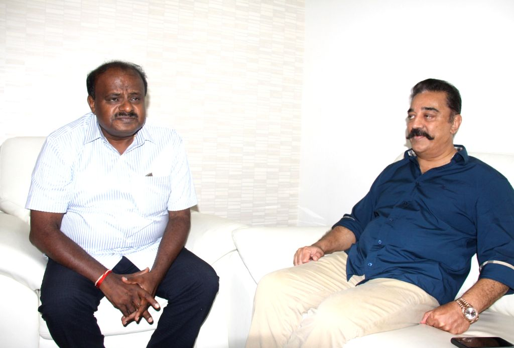 Makkal Needhi Maiam chief Kamal Hassan meets Karnataka Chief Minister H.D. Kumaraswamy, in Bengaluru on June 4, 2018. - H. and Kamal Hassan