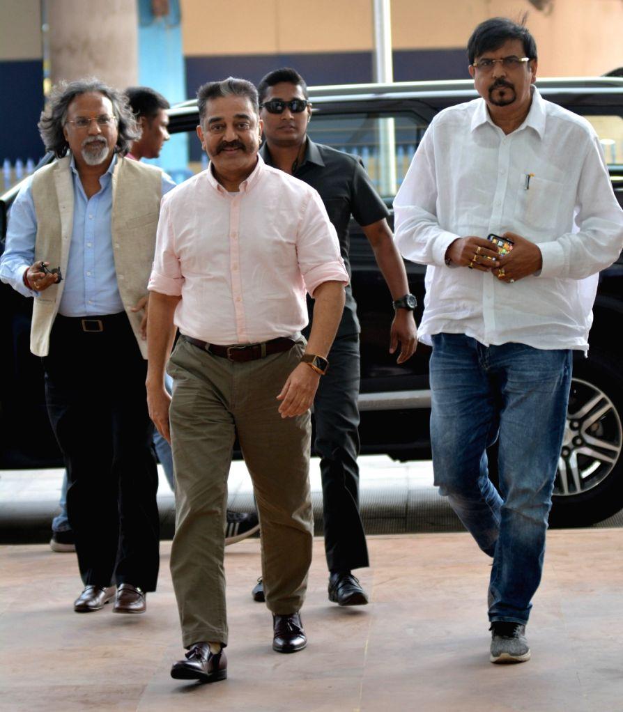 Makkal Needhi Maiam (MNM) party chief Kamal Haasan arrives to meet West Bengal Chief Minister Mamata Banerjee at Nabanna in Howrah on March 25, 2019. - Mamata Banerjee