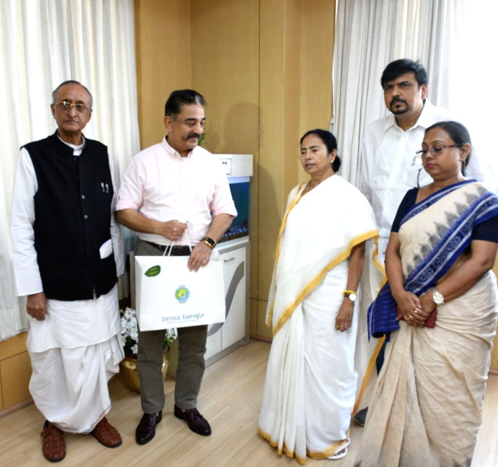 Makkal Needhi Maiam (MNM) party chief Kamal Haasan meets West Bengal Chief Minister Mamata Banerjee at Nabanna in Howrah on March 25, 2019. Also seen West Bengal Cabinet Minister Amit Mitra. - Mamata Banerjee