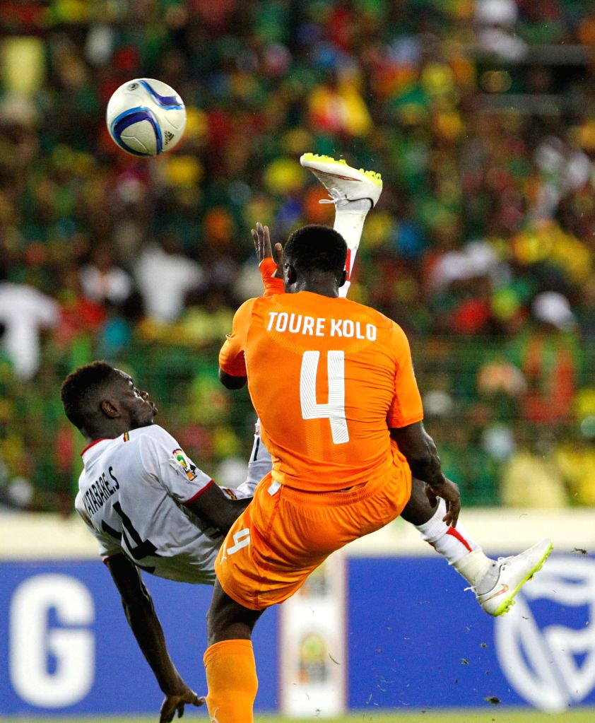 Sambou Yatabare (L) of Mali kicks the ball during the group match of Africa Cup of Nations against Cote d'Ivoire in Malabo, Equatorial Guinea, Jan. 24, 2015. The ...