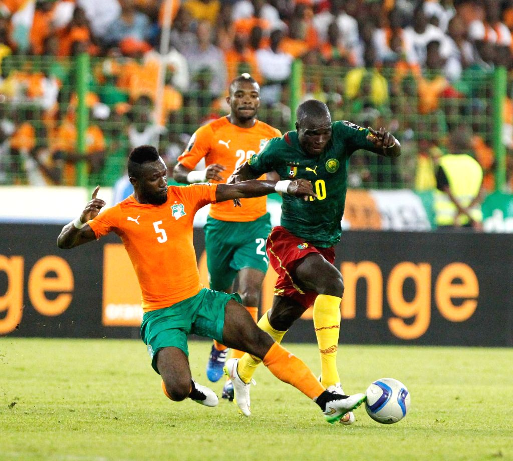 Aboubakar Vincent Aboubakar (R) of Cameroon vies with Siaka Tiene (L) of Cote d'Ivoire during the group match of Africa Cup of Nations  at the Stadium of Malabo, ...