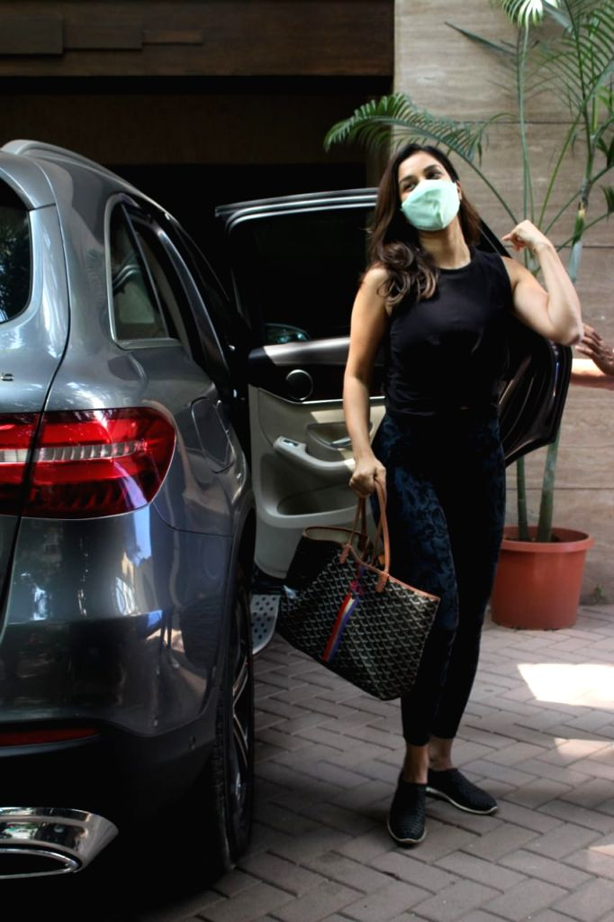 Malaika Arora and Sophie Choudry Spotted Bandra on 25 jan 2021. - Malaika Arora