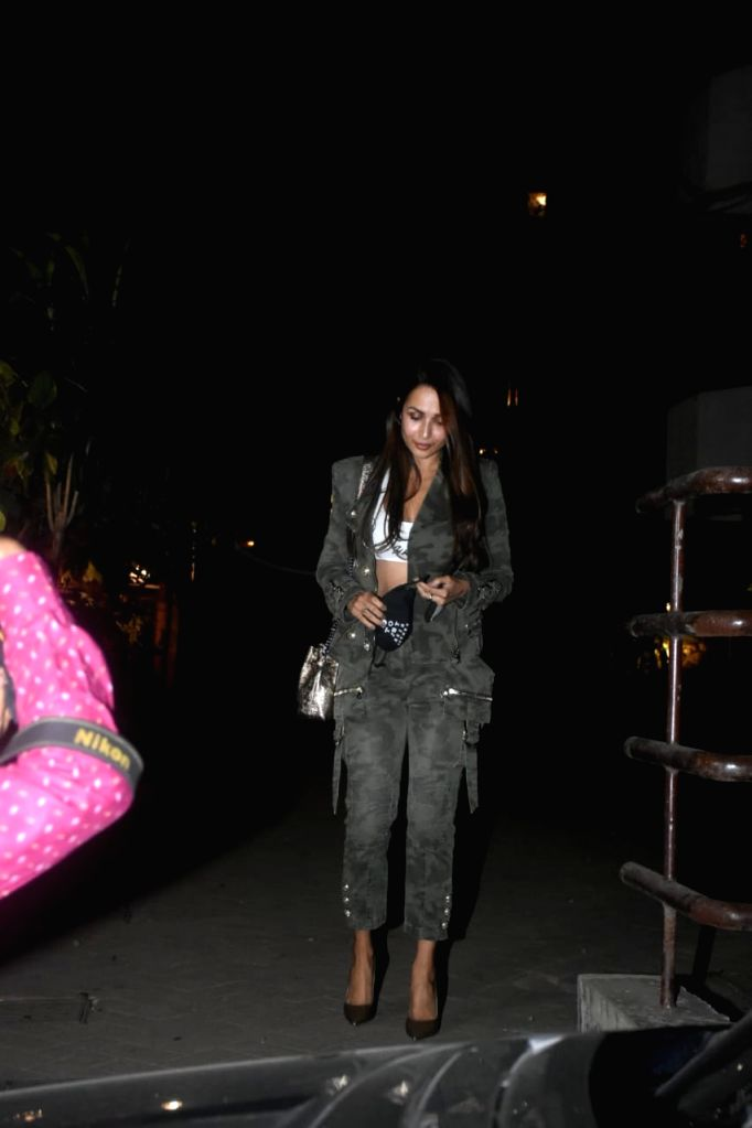 Malaika, Karisma, Soha Spotted at Kareena Kapoor's House on Tuesday 23rd February 2021. - Kareena Kapoor
