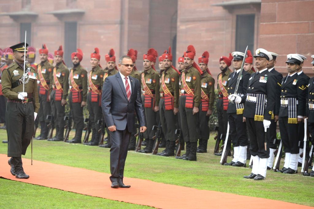 Maldivian Defence Minister Adam Shareef inspects guard of honour at Ministry of Defence in New Delhi, on Jan 19, 2016. - Adam Shareef