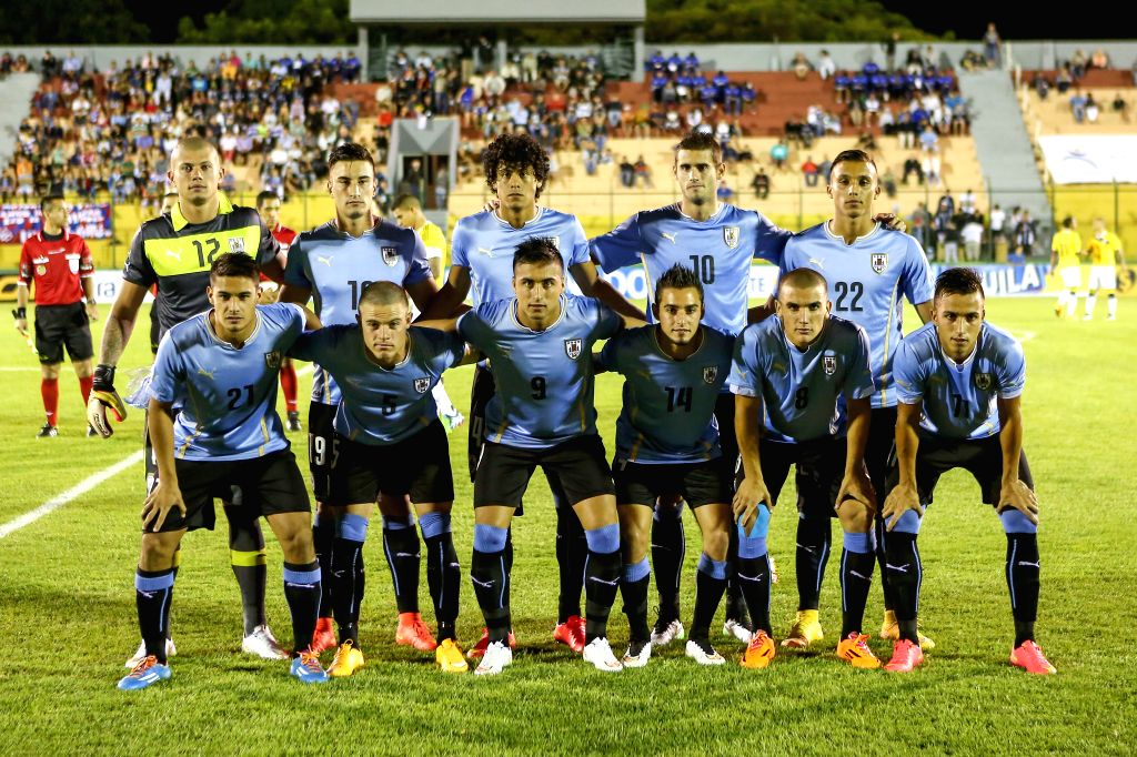 Uruguay's players pose prior to a South American U-20 football match against Colombia in Maldonado, Uruguay, Jan. 15, 2015. Uruguay won 1-0. (Xinhua/Xu ...