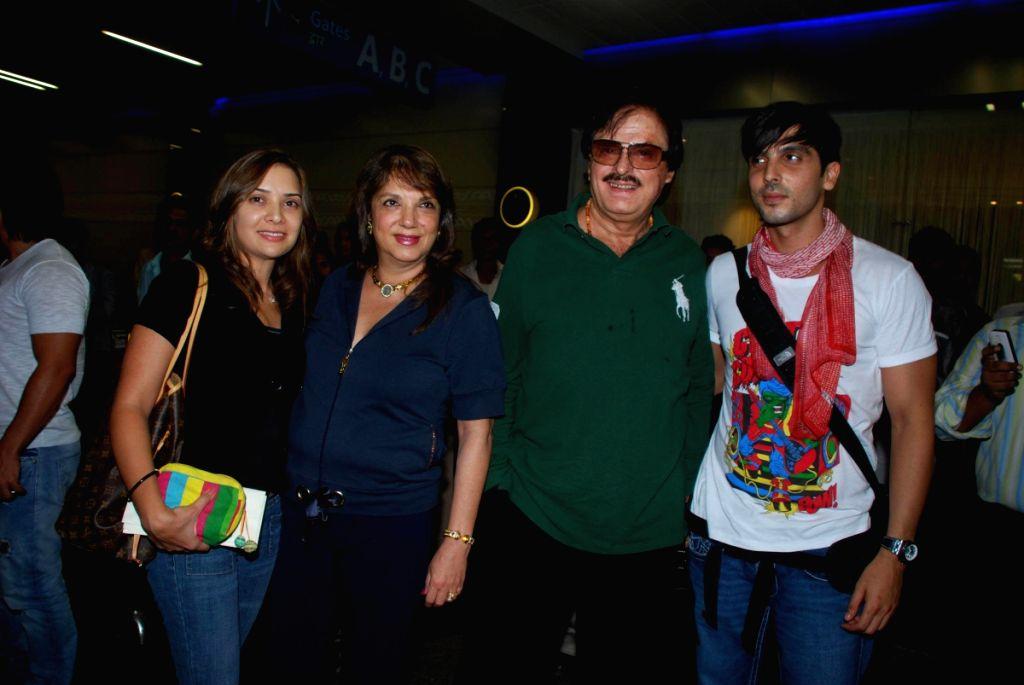 Mallika, Zarine, Sanjay Khan and Zayed leaves for iifa.