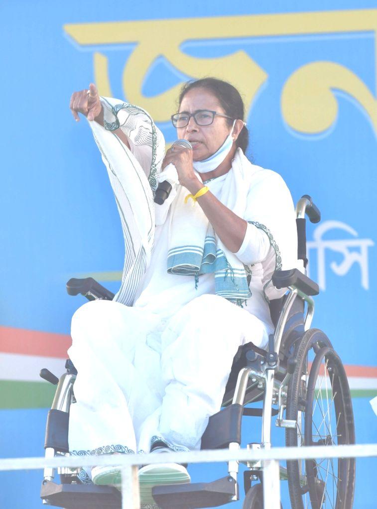 Mamata cancels all 'big rallies' in Kolkata amid Covid surge