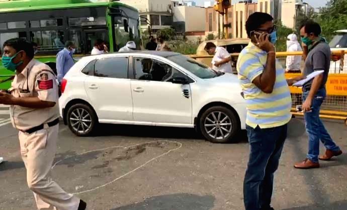 Man gunned down in broad daylight by Bikers in East Delhi ! .