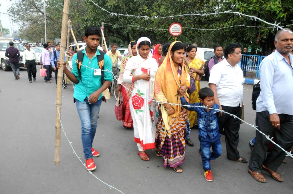 Manabadhikar Suraksha Mancha activists take out a rally with a makeshift border fencing protesting against the inhuman life style in the bordering districts, in Kolkata, on March 5, 2019.