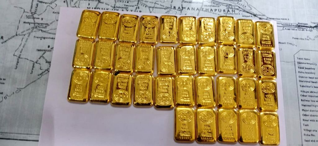 Mandapam (Tamil Nadu): 5 kg gold worth around Rs 6.3 crore seized by the Indian Coast Guard and Directorate of Revenue Intelligence (DRI) in a joint anti-smuggling operation at Mandapam in Tamil Nadu on March 4, 2020. A Coast Guard and DRI team appre