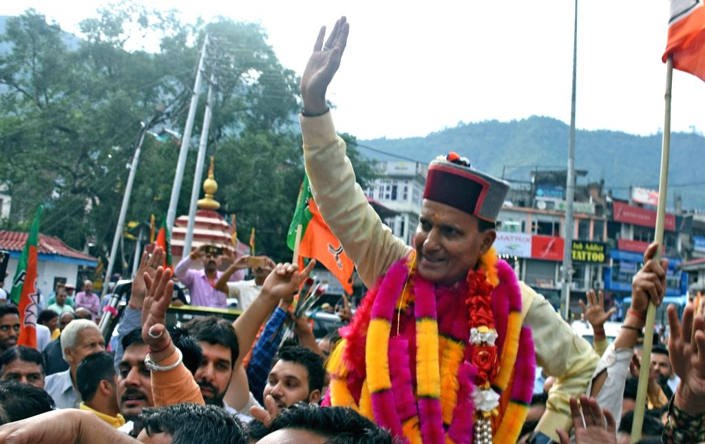 Mandi: BJP's Lok Sabha candidate from Mandi, Ram Swaroop Sharma celebrates with party workers after emerging victorious from the seat in the 2019 Lok Sabha elections, in Himachal Pradesh's Mandi on May 23, 2019. (Photo: IANS) - Swaroop Sharma